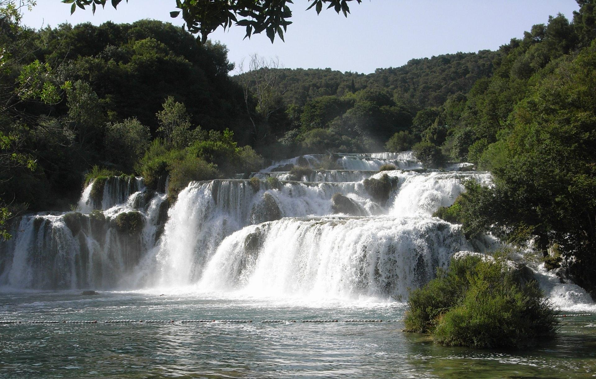 Karibische Wasserfalle fotografiert beim Segeln